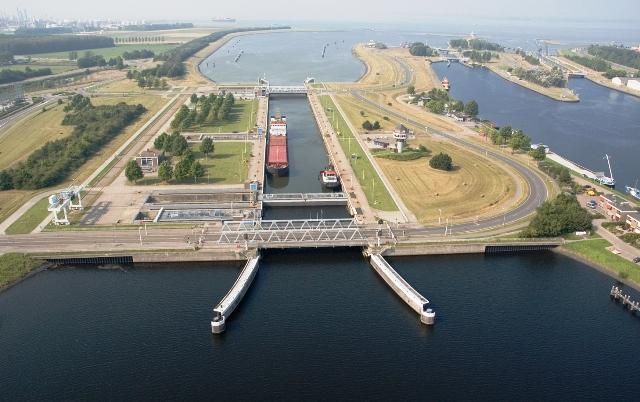 Zeesluis Terneuzen beeldbank.rws.nl, Rijkswaterstaat, Joop van Houdt