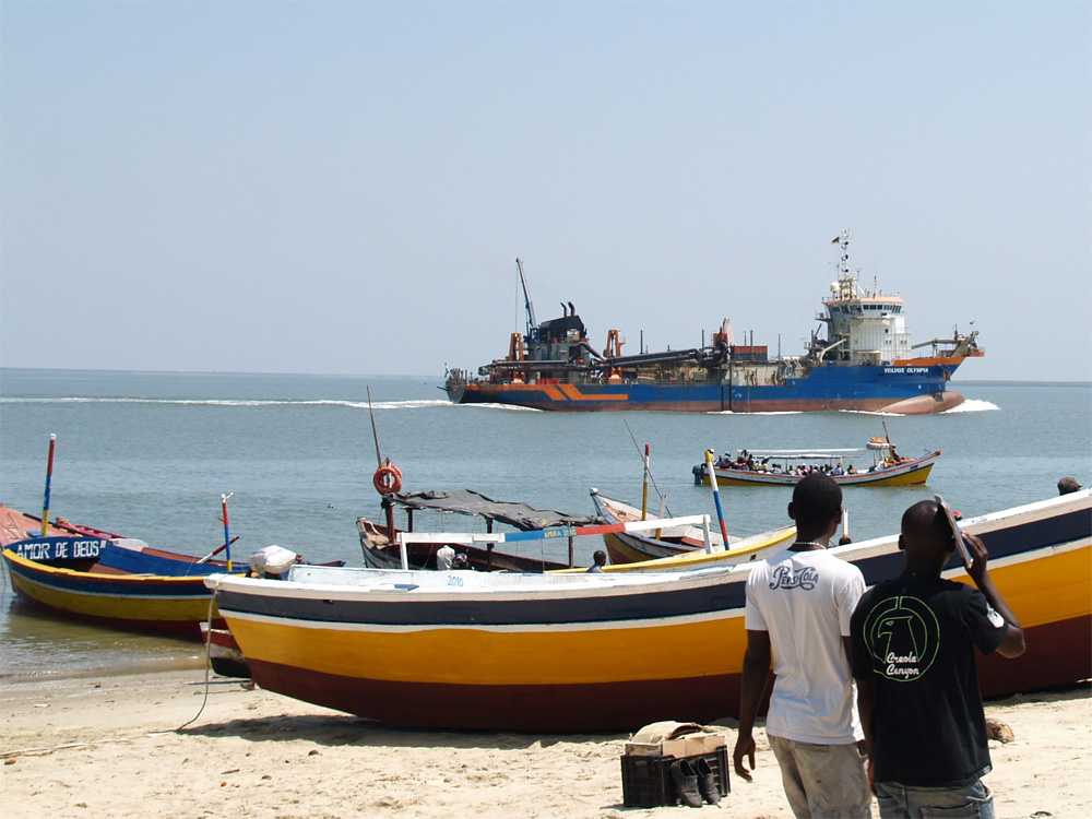 Trailing suction hopper dredger Volvox Olympia at Beira, Mozambique in 2011
